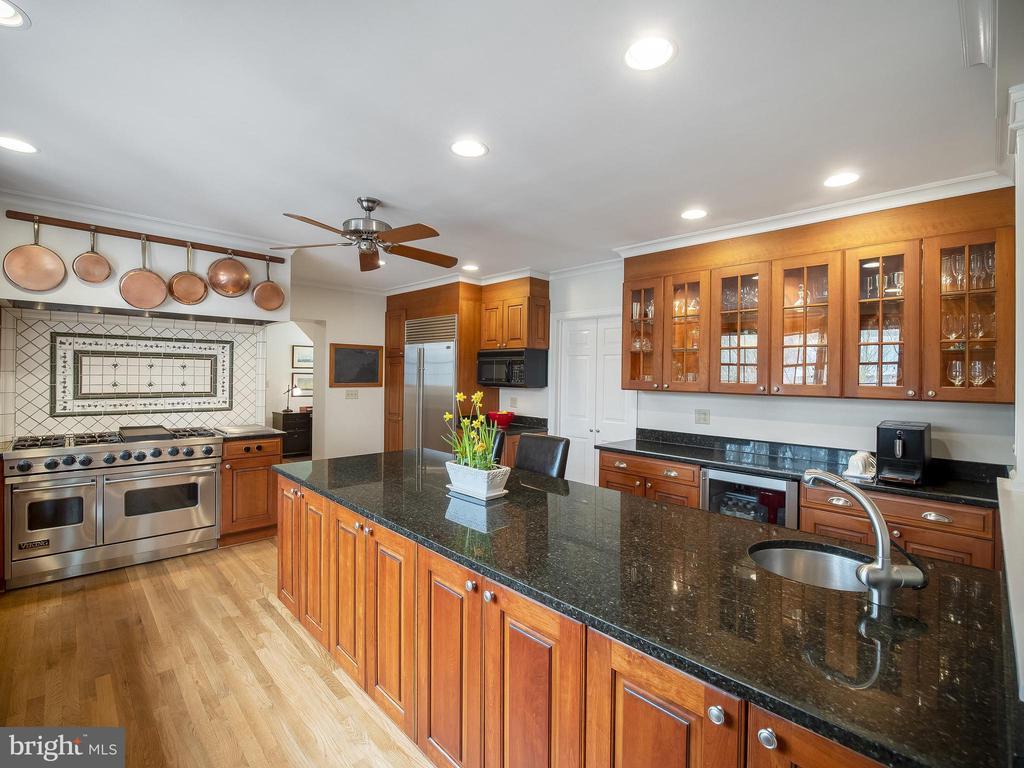 Large chef's kitchen with Subzero fridge - 915 MCCENEY AVE, SILVER SPRING