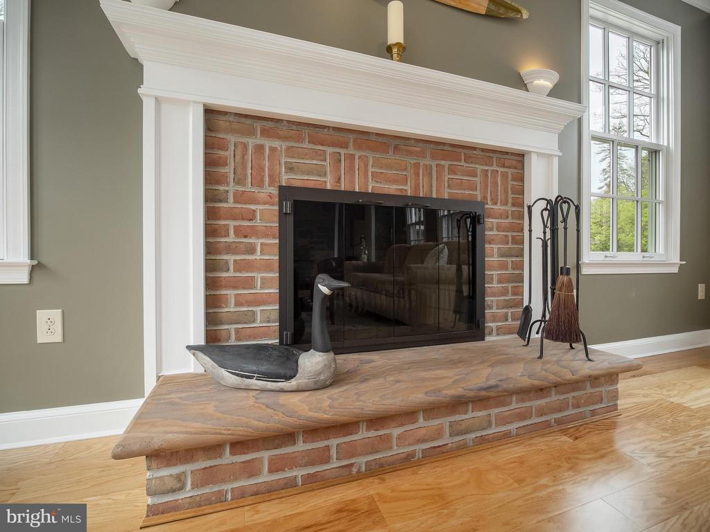with large wood-burning fireplace & raised hearth - 915 MCCENEY AVE, SILVER SPRING