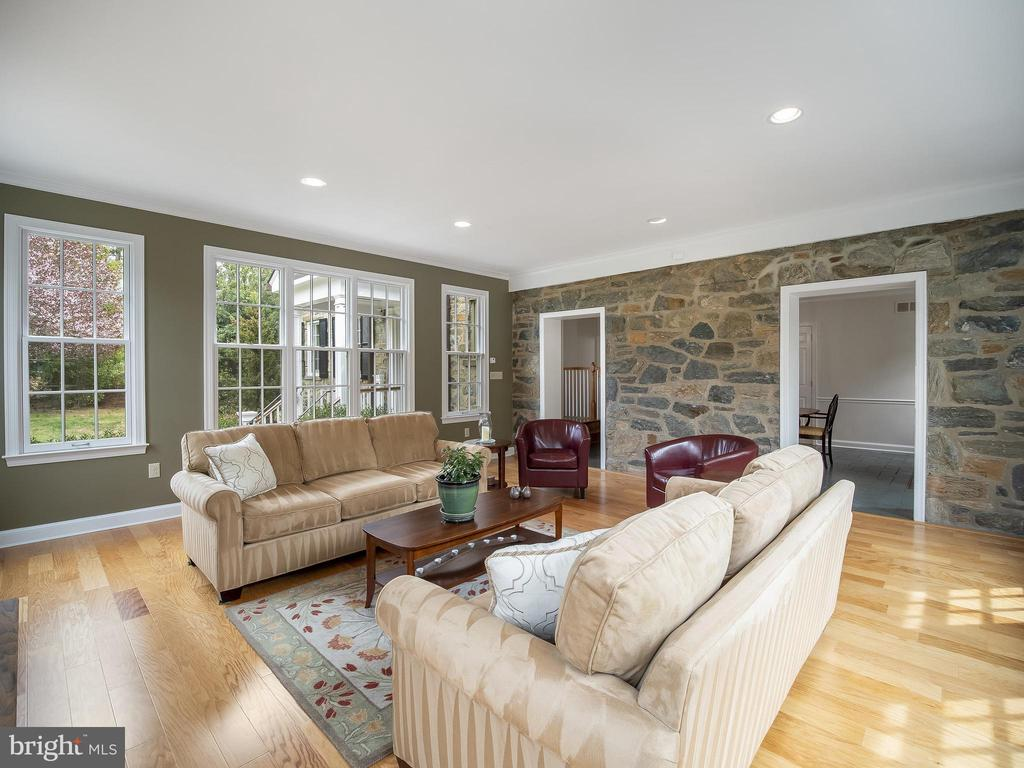 Great room - 915 MCCENEY AVE, SILVER SPRING