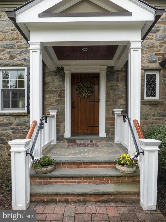 Gracious entry. - 915 MCCENEY AVE, SILVER SPRING