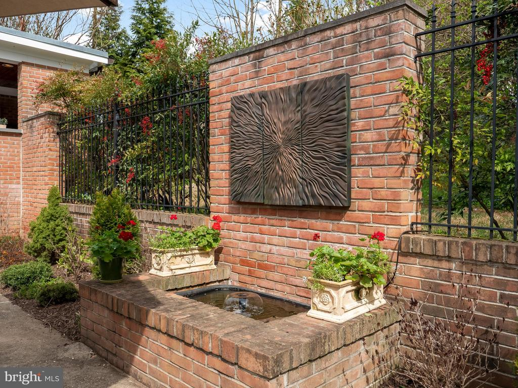 outdoor fountain and hardscape - 915 MCCENEY AVE, SILVER SPRING