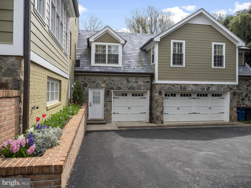 3-Car Garage with attached workroom - 915 MCCENEY AVE, SILVER SPRING