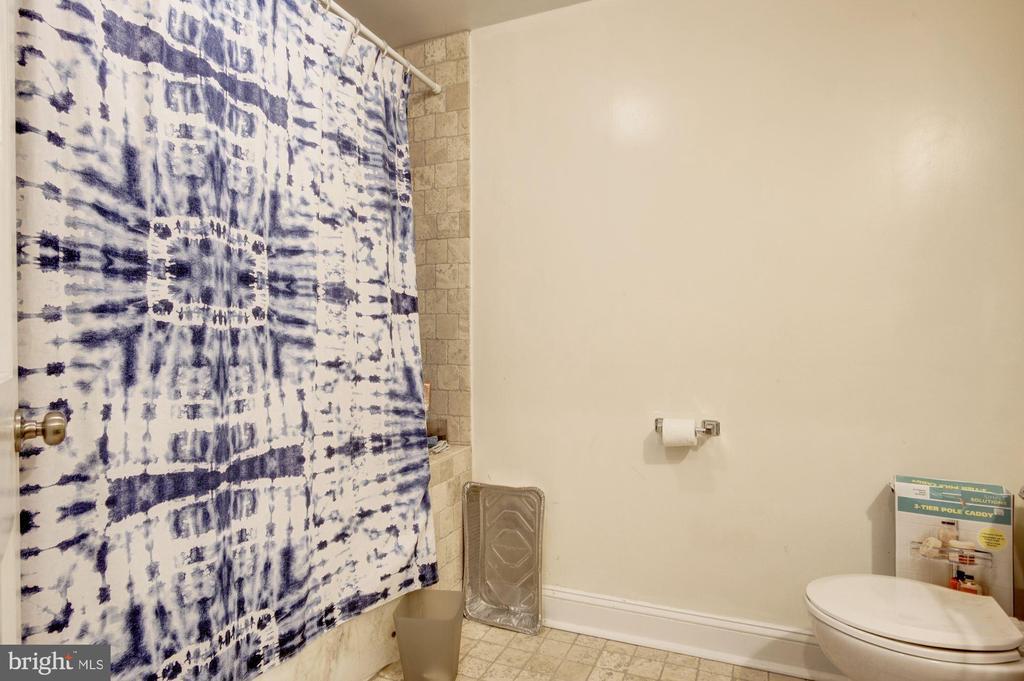 Apt B - Bathroom 2 - 1330 IRVING ST NW, WASHINGTON