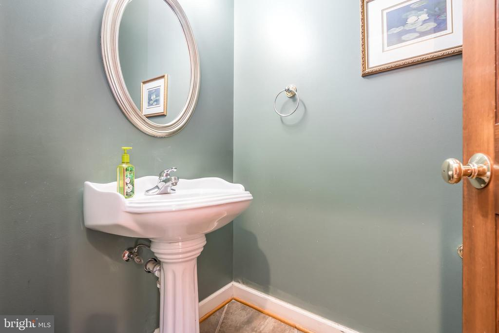 Powder Room - 37 LOUIE LN, STAFFORD