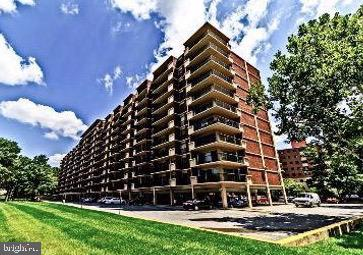 Park-like Setting in Pentagon City - 1300 ARMY NAVY DR #1012, ARLINGTON