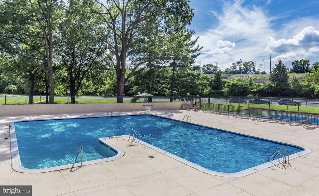 Inviting Pool for your enjoyment - 1300 ARMY NAVY DR #1012, ARLINGTON