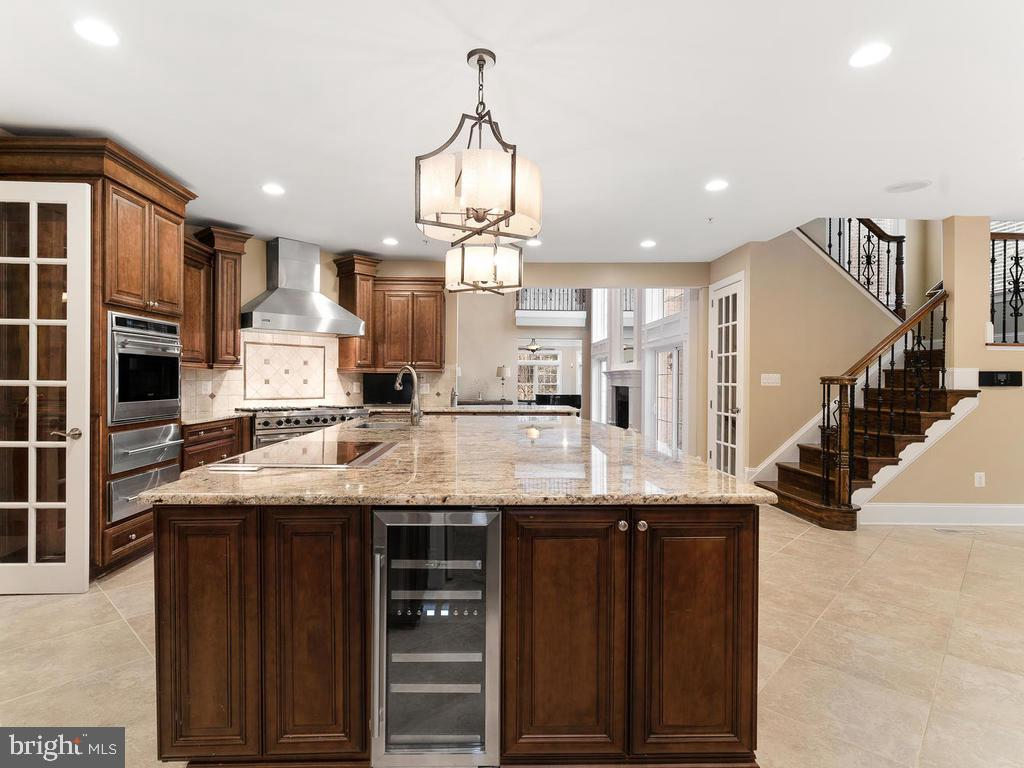 LARGE  ISLAND KITCHEN  + WINE COOLER - 10801 WINDCLOUD CT, OAKTON
