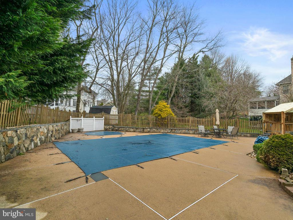 SWIMING POOL - 10801 WINDCLOUD CT, OAKTON