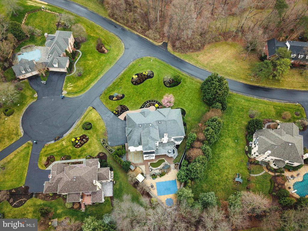 JUST BEAUTIFUL  !!! - 10801 WINDCLOUD CT, OAKTON