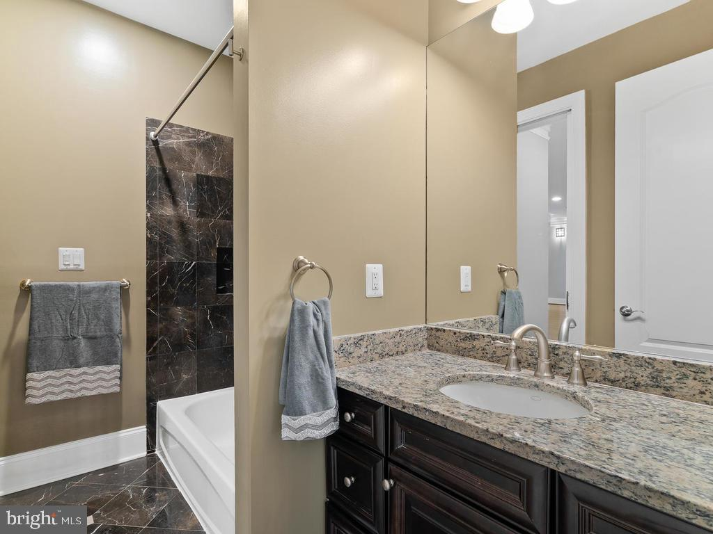2ND BEDROOM FULL BATHROOM - 10801 WINDCLOUD CT, OAKTON