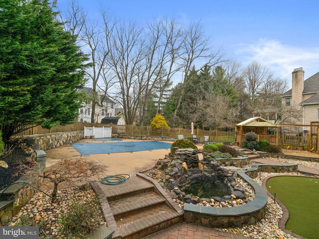 SMALL FISH POND - 10801 WINDCLOUD CT, OAKTON
