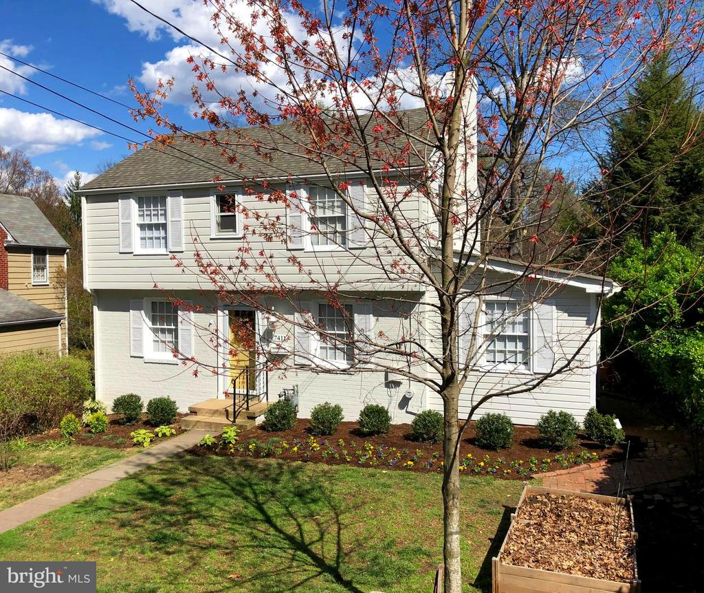 Live in the Town of Chevy Chase! - 7411 RIDGEWOOD AVE, CHEVY CHASE