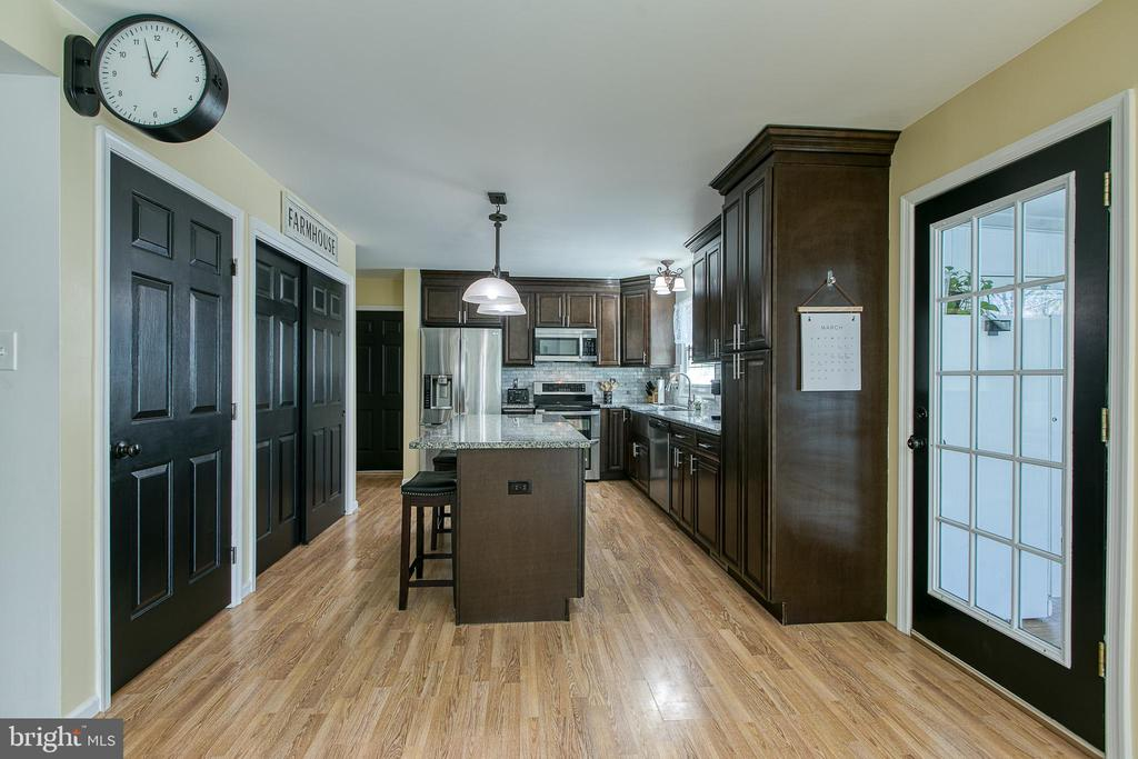 Door to the sun-room is off the Kitchen - 435 OAKRIDGE DR, STAFFORD