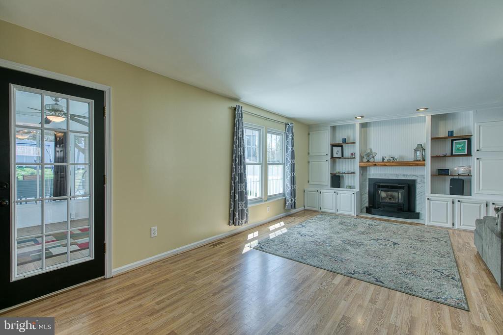 Living Room - 435 OAKRIDGE DR, STAFFORD