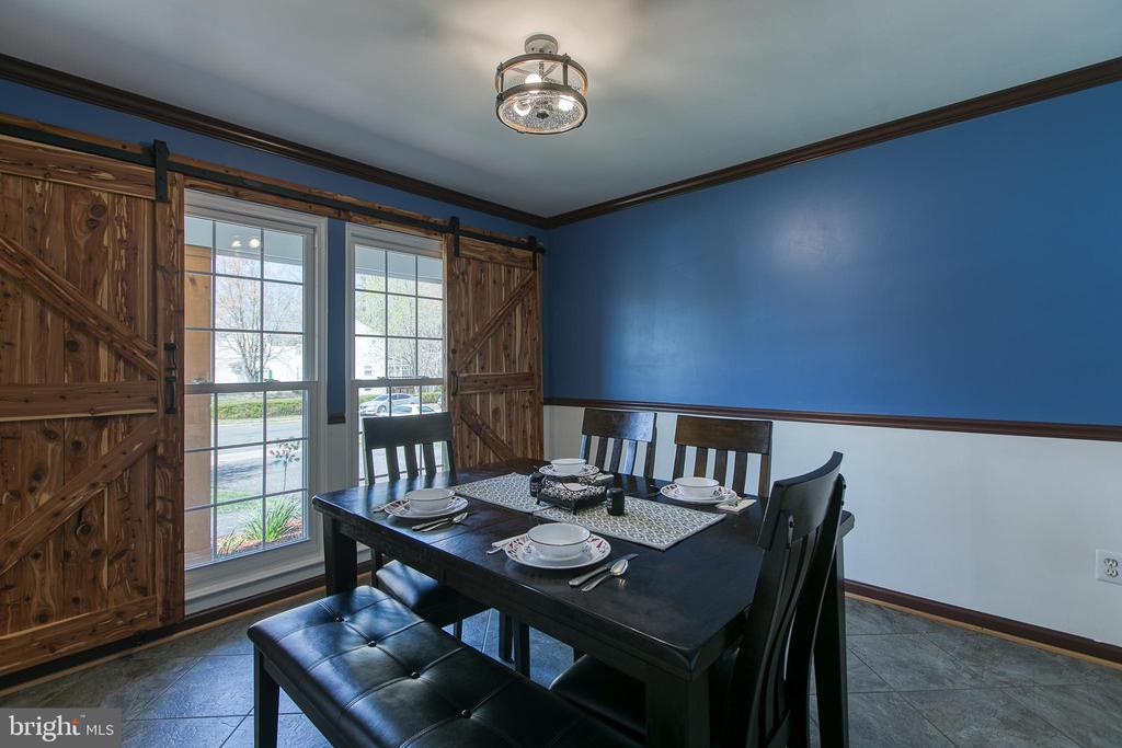 Have family dinners in the Dining Room - 435 OAKRIDGE DR, STAFFORD