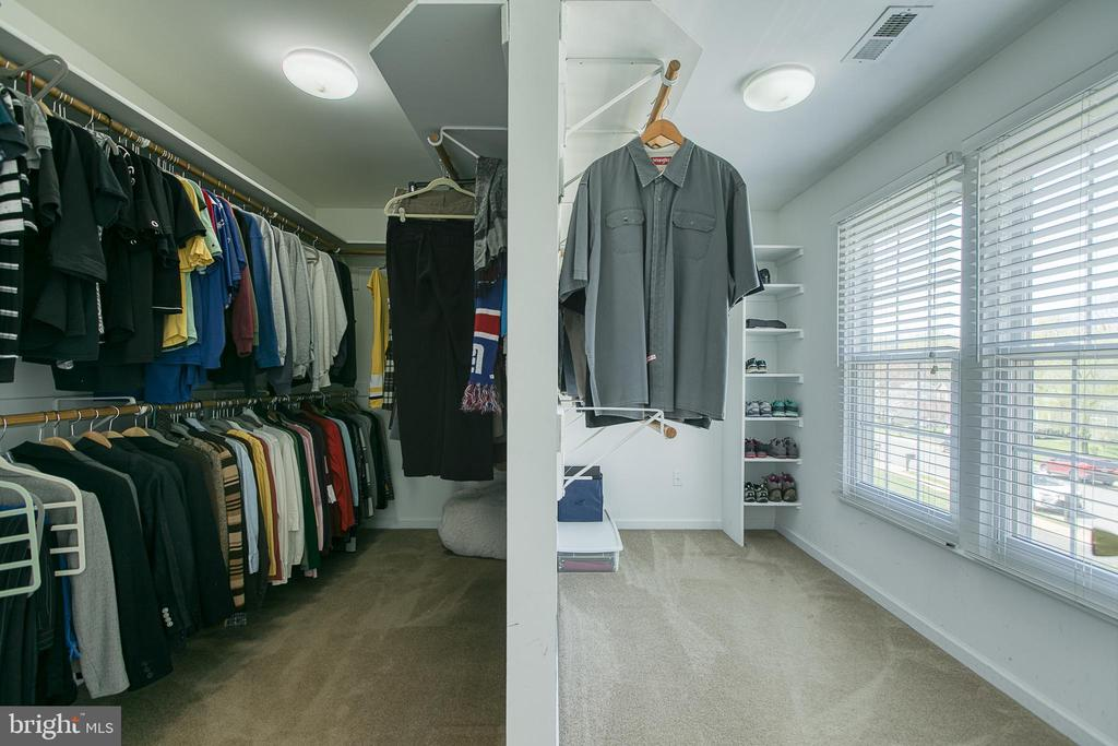 Check out this walk-in closet - 435 OAKRIDGE DR, STAFFORD