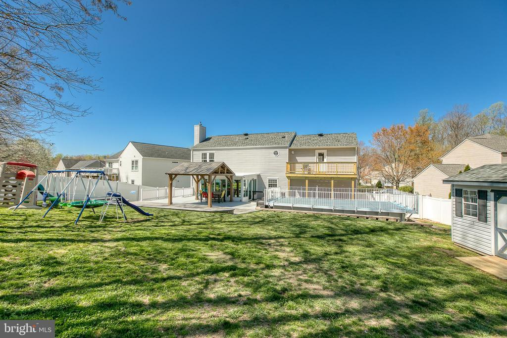 You'll never want to leave your yard. - 435 OAKRIDGE DR, STAFFORD
