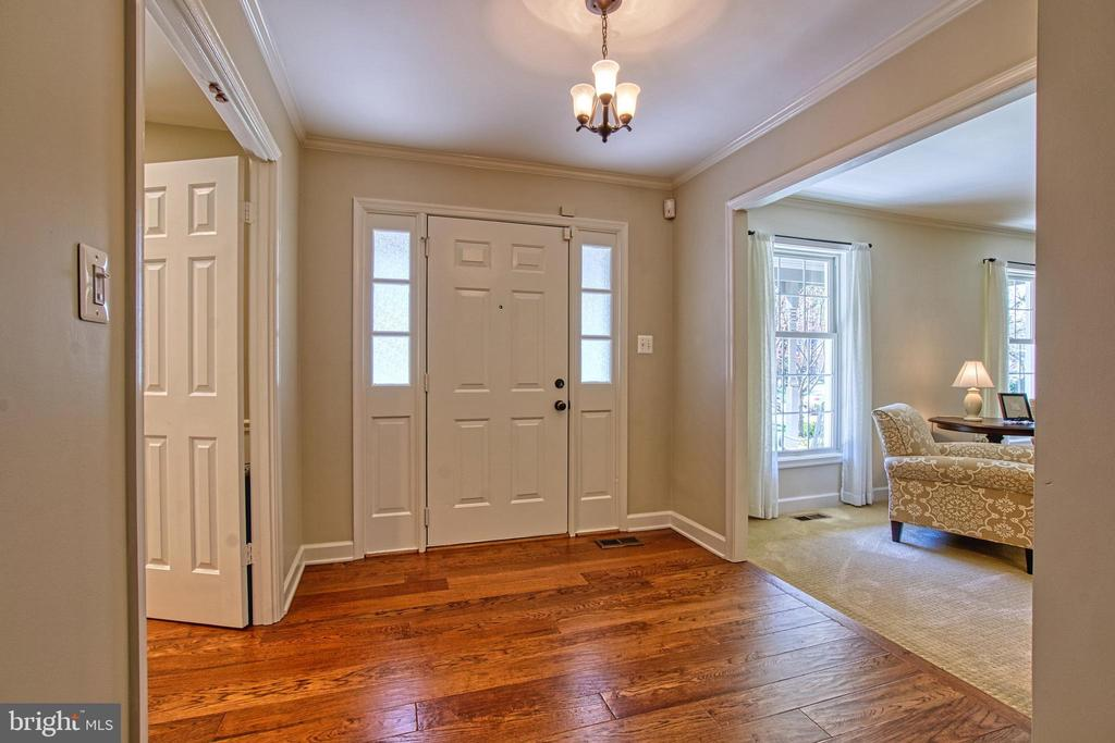Beautiful Entry with Hardwood Floor - 7308 S VIEW CT, FAIRFAX STATION