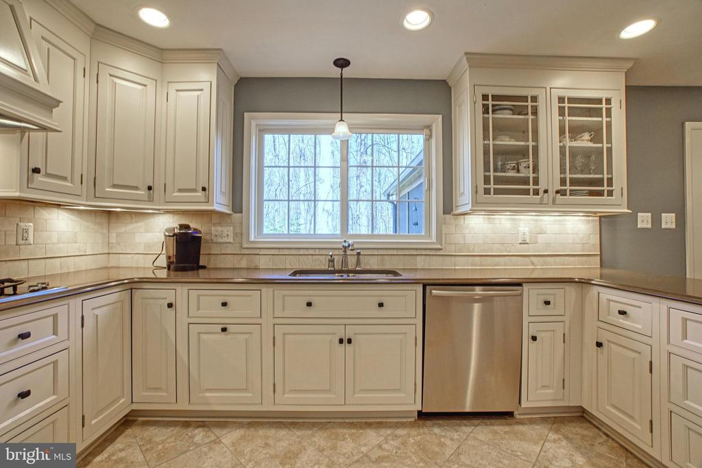Stainless Appliances and Ceramic Tile Floor - 7308 S VIEW CT, FAIRFAX STATION
