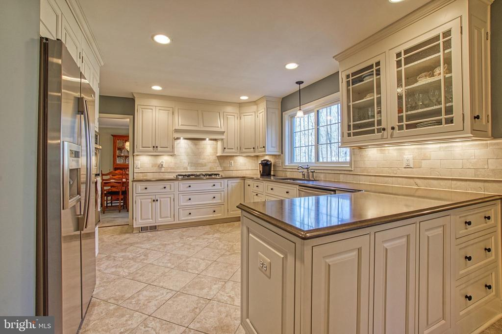 Beautiful Cabinets w/ Granite Counters, - 7308 S VIEW CT, FAIRFAX STATION