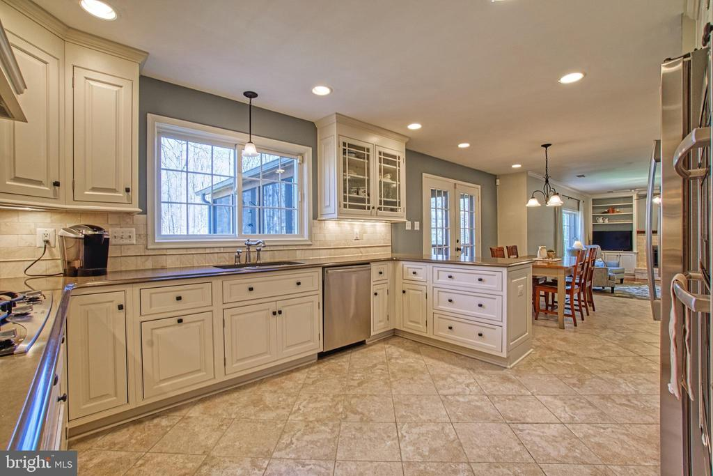 Recessed Lighting w/ Dimmers in Kitchen and Eat In - 7308 S VIEW CT, FAIRFAX STATION