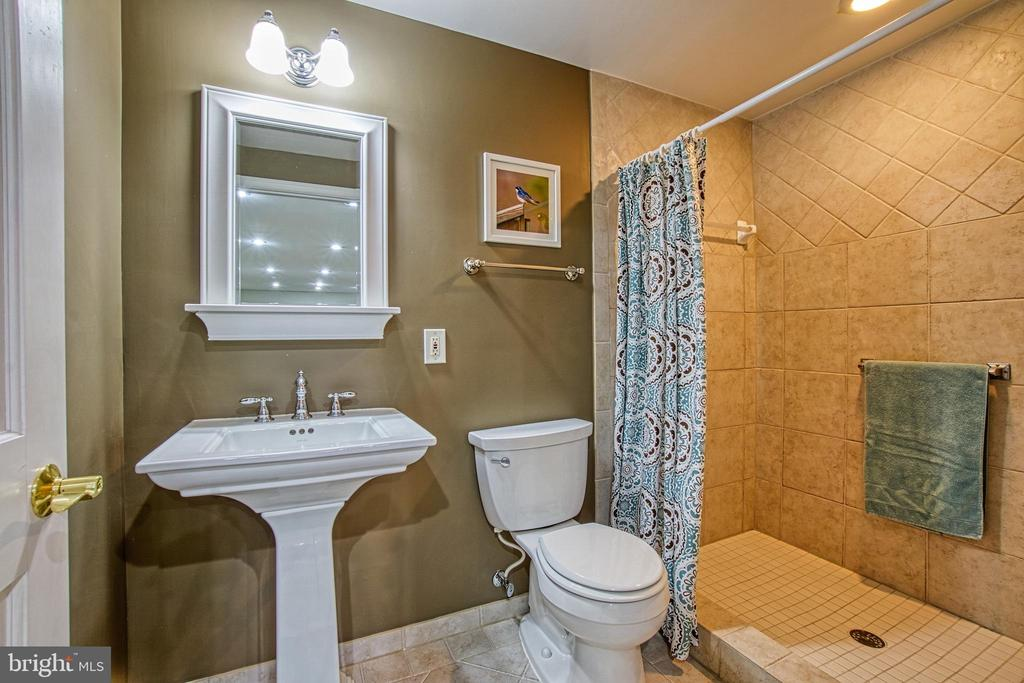 Gorgeous Full Bath in Basement - 7308 S VIEW CT, FAIRFAX STATION