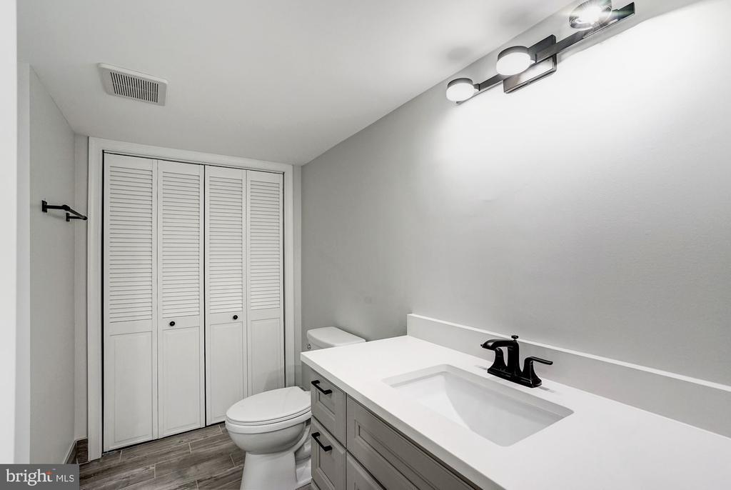 Dual Entry Bathroom - 207 VARNUM ST NW, WASHINGTON