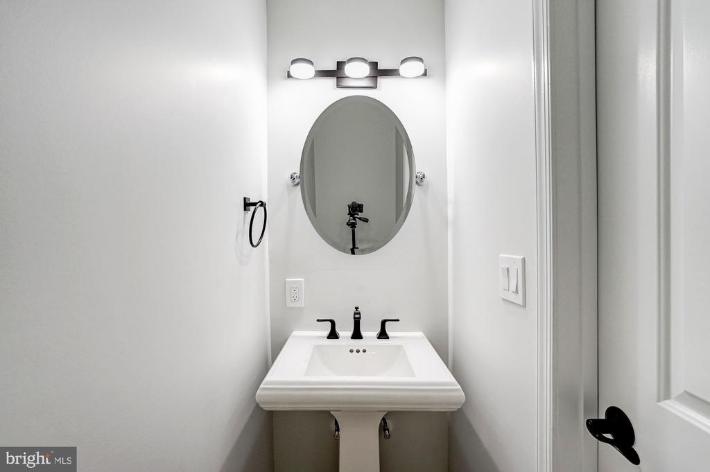 Main Level Powder Room - 207 VARNUM ST NW, WASHINGTON
