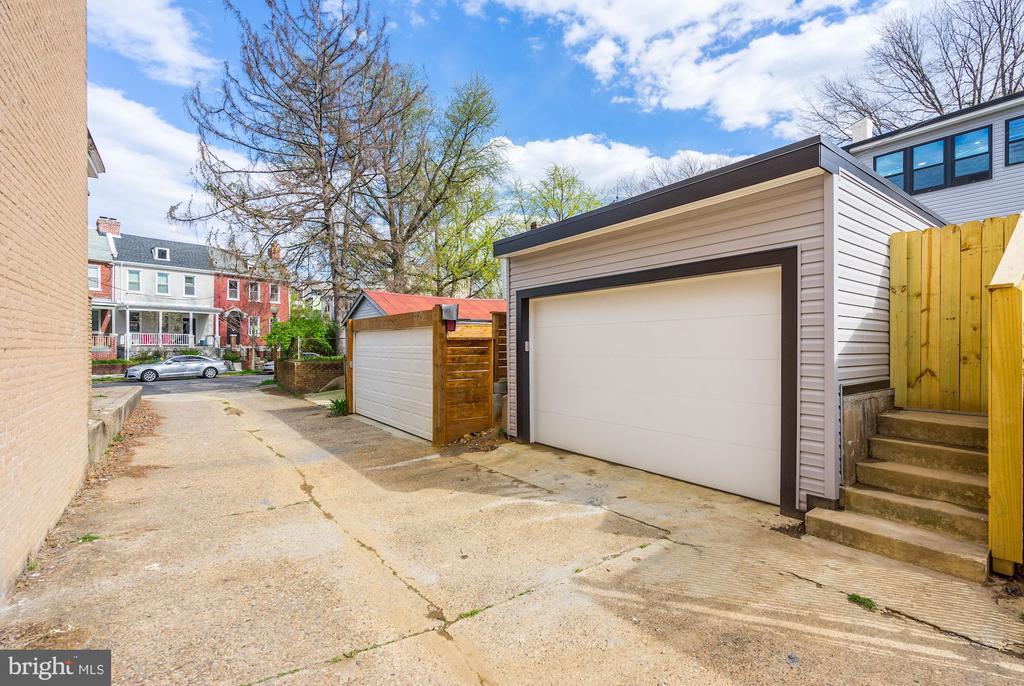 Detached Garage - 207 VARNUM ST NW, WASHINGTON