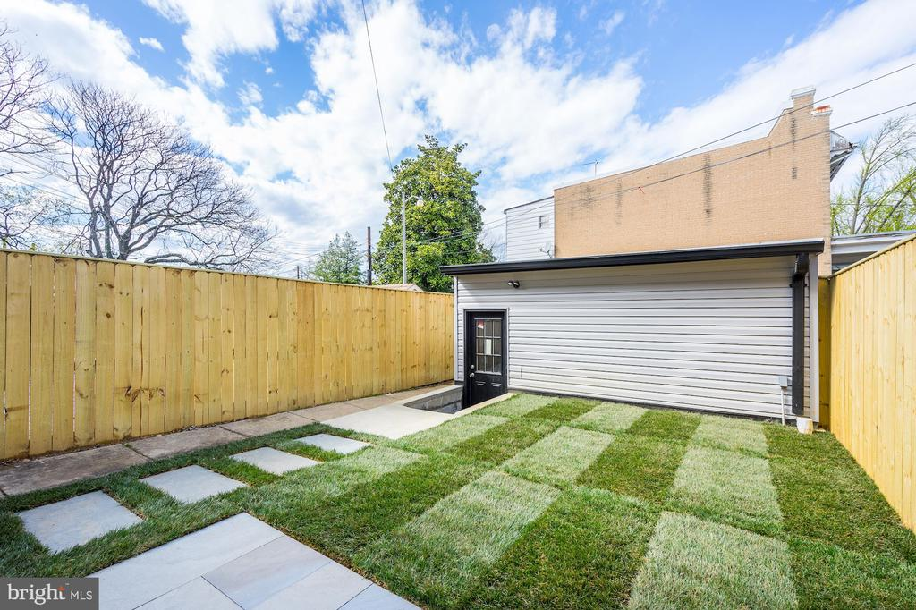 Great Yard with New Sod - 207 VARNUM ST NW, WASHINGTON