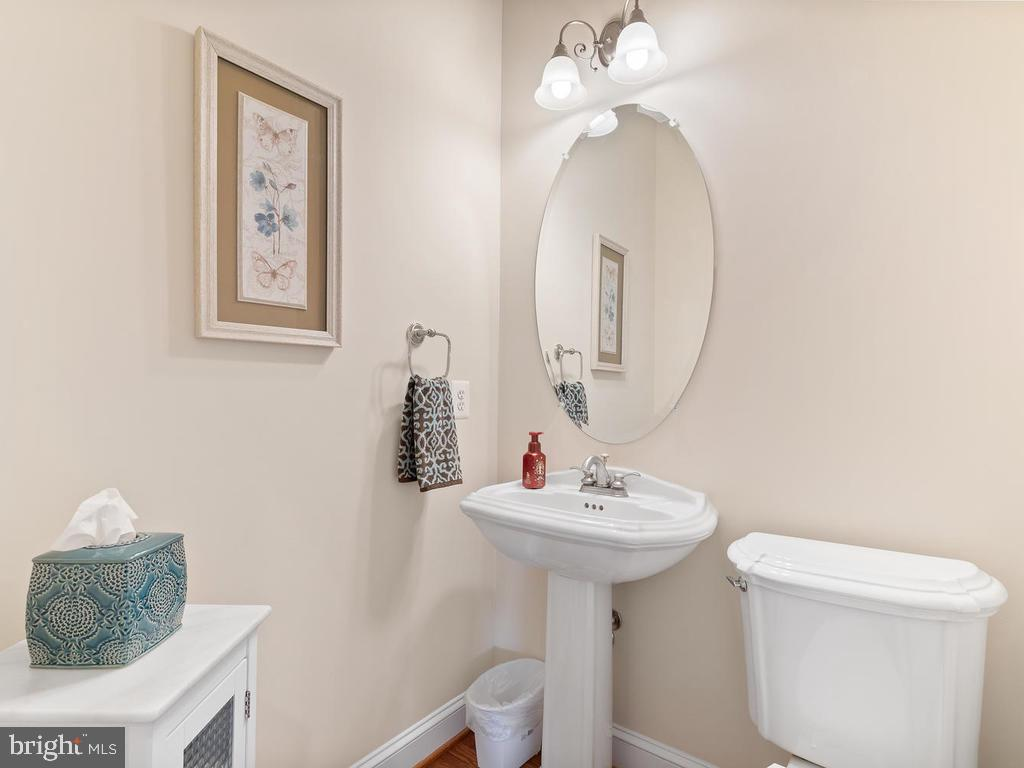 Main level half bath - 38511 DITCHLING PL, HAMILTON
