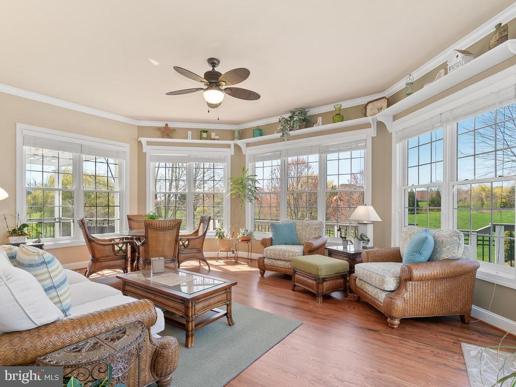 Beautiful sunroom off the family room - 38511 DITCHLING PL, HAMILTON