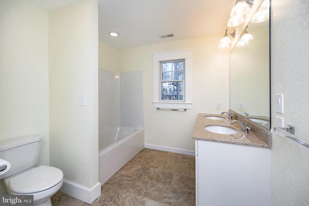 Full private bath in fifth bedroom - 123 MT VERNON CT, LOCUST GROVE