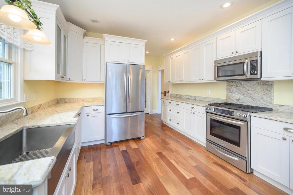 You'll love the farmhouse sink - 123 MT VERNON CT, LOCUST GROVE