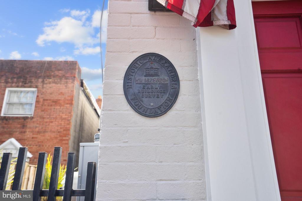 Historic Alexandria Foundation Plaque - 320 N PATRICK ST, ALEXANDRIA