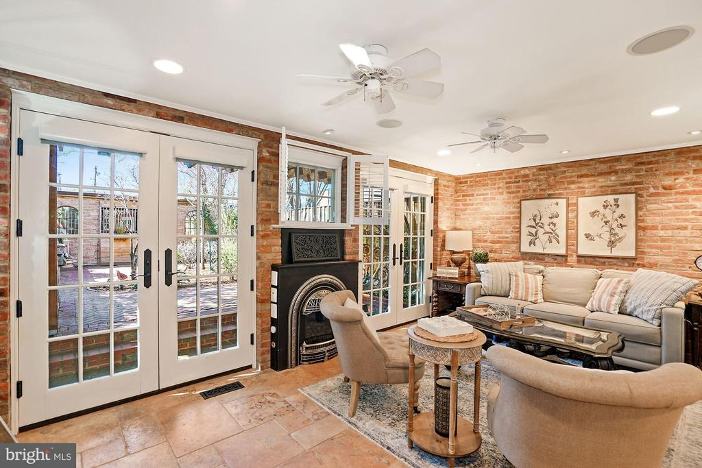 Double french doors to patio - 320 N PATRICK ST, ALEXANDRIA