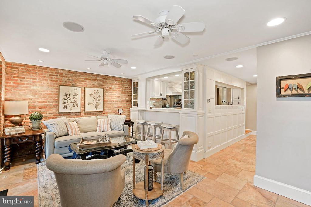 Kitchen opens to family room - 320 N PATRICK ST, ALEXANDRIA