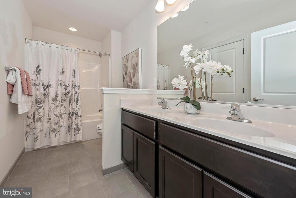 Hall Bathroom - 505 ISAAC RUSSELL, NEW MARKET
