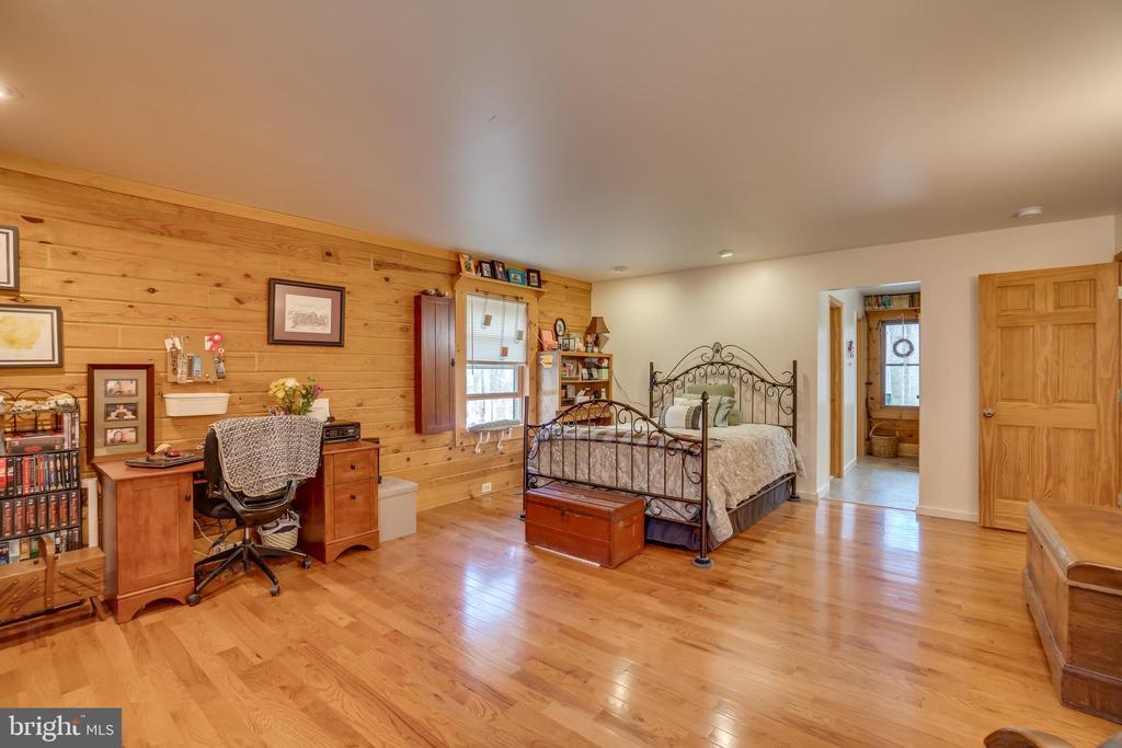 Master Bedroom Has A Walk In Closet - 9512 TODDS TAVERN DR, SPOTSYLVANIA