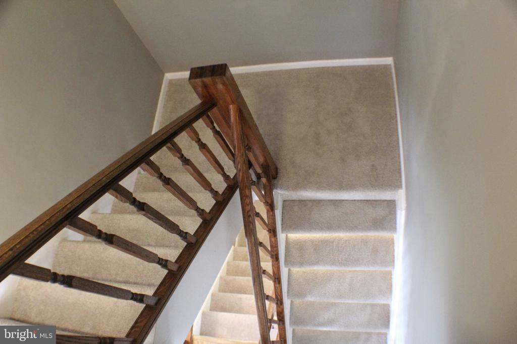 Stairs down to main floor/basement - 44084 FERNCLIFF TER, ASHBURN