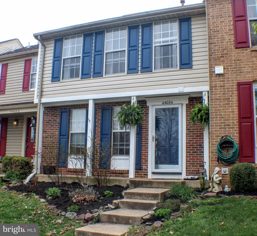 Cheery townhome in Ashburn Village - 44084 FERNCLIFF TER, ASHBURN