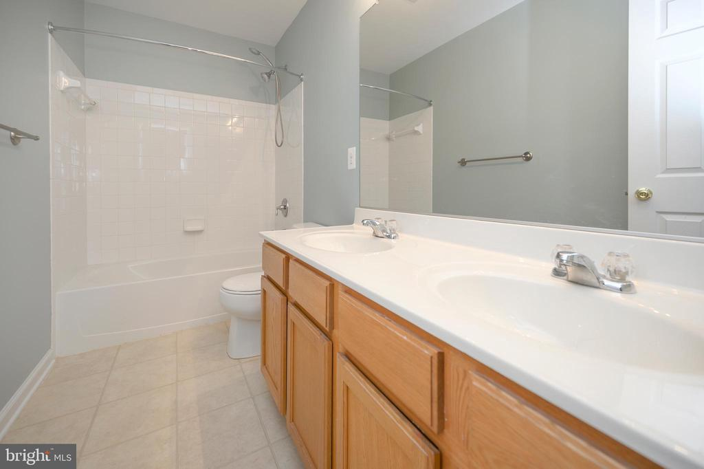Full Bathroom upper level - 10111 BROOKRUN CT, SPOTSYLVANIA