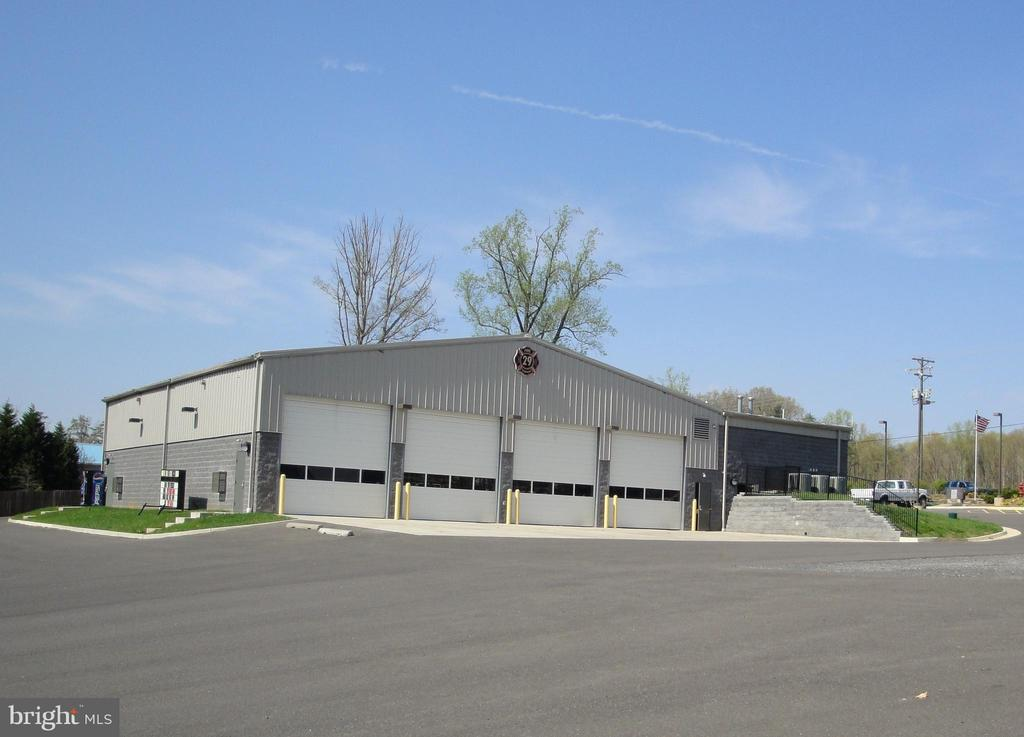 fire & rescue bays - 518 HARRISON CIR, LOCUST GROVE