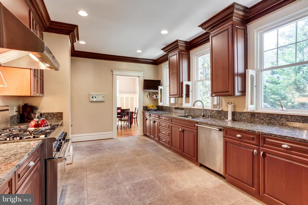 Gourmet Kitchen w/Custom Cabinetry & Crown Molding - 4311 BRADLEY LN, CHEVY CHASE