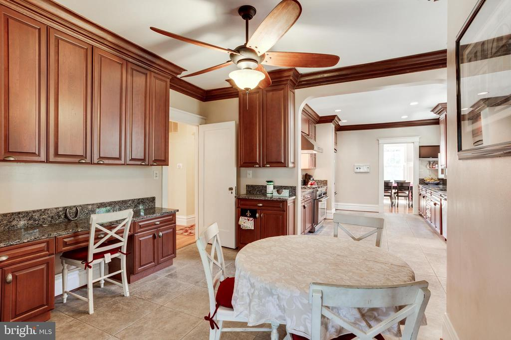 Gourmet Kitchen w/Eat-In Area - 4311 BRADLEY LN, CHEVY CHASE