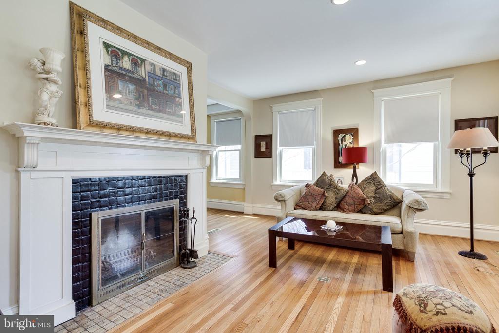 Living Room - 4311 BRADLEY LN, CHEVY CHASE