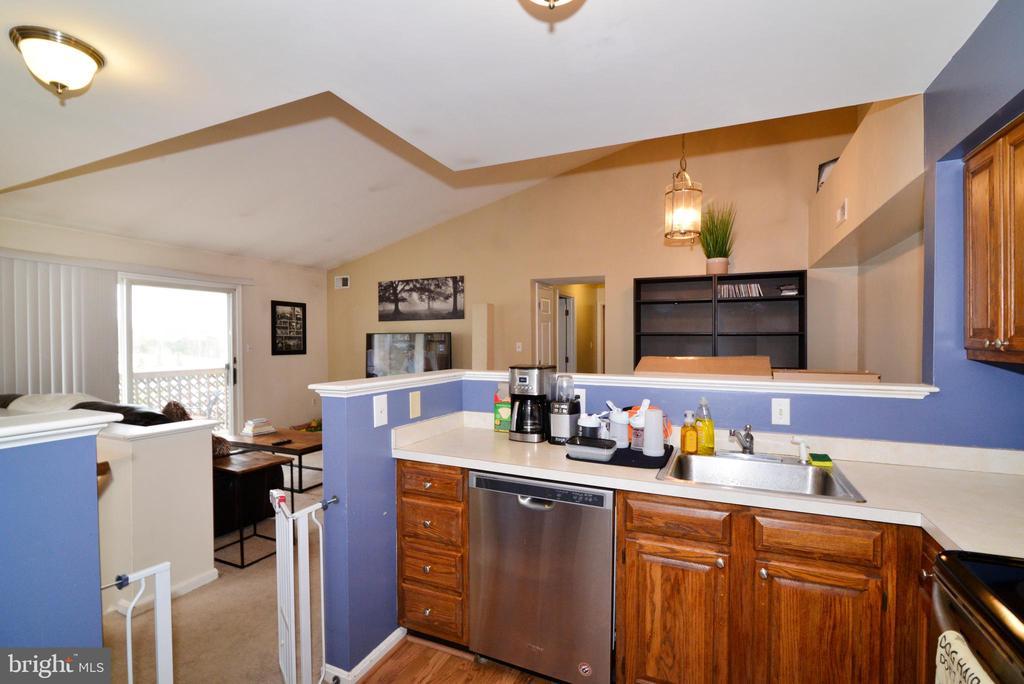 Kitchen with updated dishwasher/stove/frig! - 7874 WAVERLEY MILL CT, GAINESVILLE