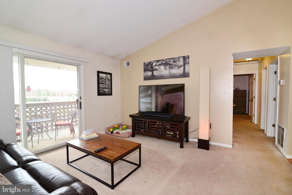 Living room with lots of natural lighting! - 7874 WAVERLEY MILL CT, GAINESVILLE