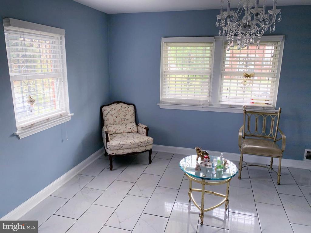 Living room - 5009 37TH AVE, HYATTSVILLE