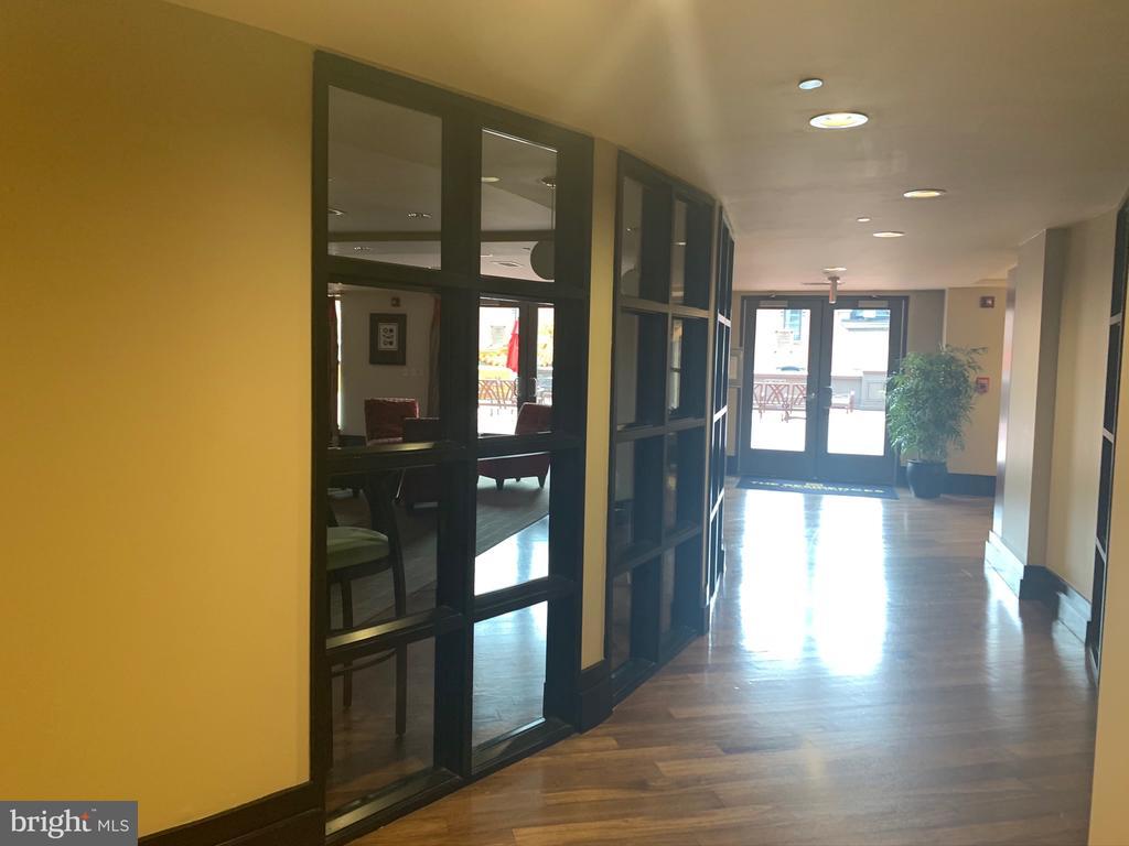 Club hallway - 777 7TH ST NW #518, WASHINGTON